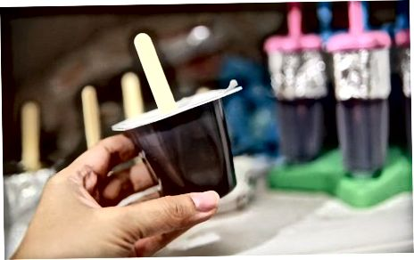Fazendo iogurte de picolé preguiçoso ou picolés de pudim