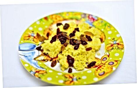 Fazendo mingau de quinoa quente no café da manhã