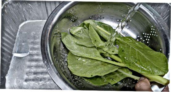Полоскання та використання зелень комірця