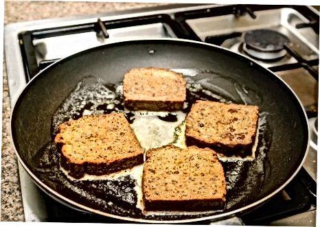 Смаження французького тосту