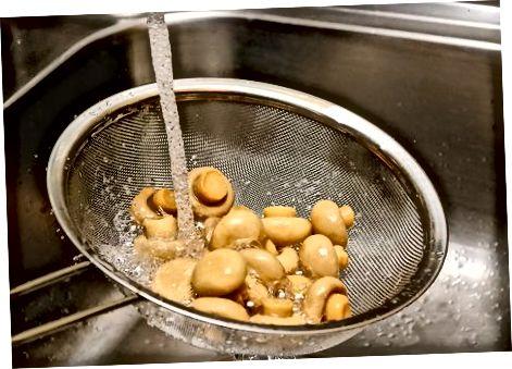 制作烤大蒜蘑菇