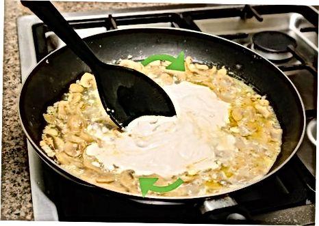 制作奶油蒜茸蘑菇