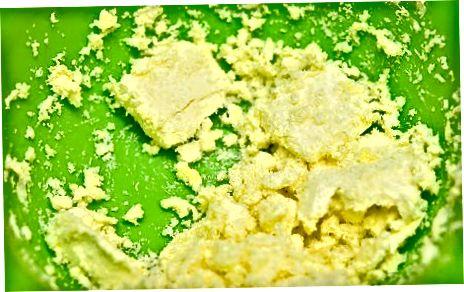 Making Mint Buttercream Icing
