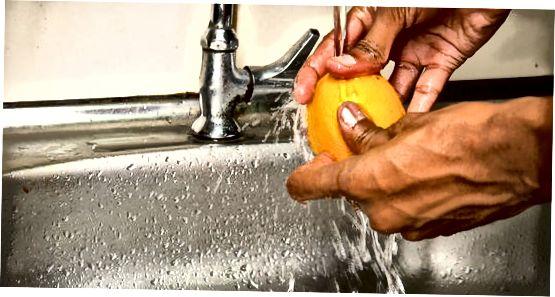 Comprovar una taronja amb un ratllat