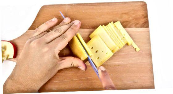 Резање сирних клинова