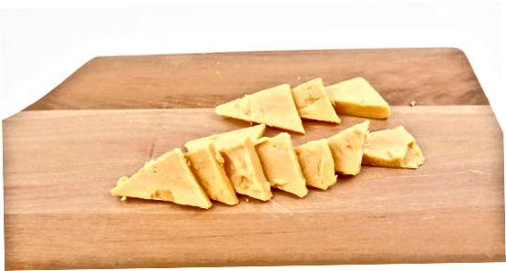 Сечење блокова сира