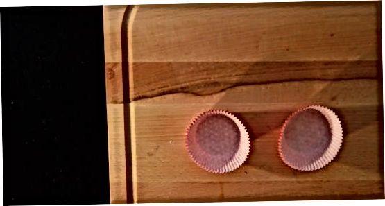 قرار دادن آسترهای کیک در سینی