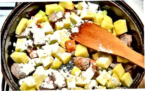 Cozinhar o Ensopado de Borrego