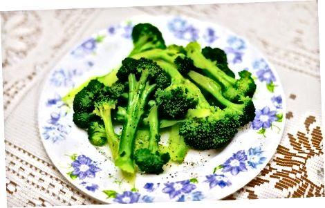 Brokkolini qaynatiladi