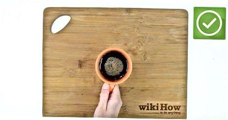 इन्स्टंट कॉफी वापरणे