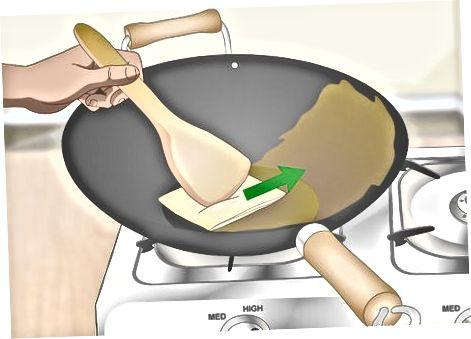Зачините нови вок од угљеничног челика са уљем