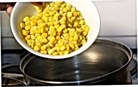 Кухање кукуруза на штедњаку