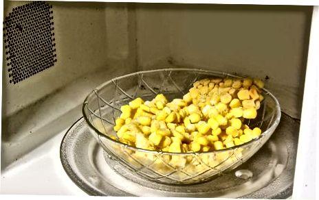 Кухање кукуруза у микроталасној пећници