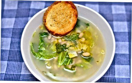 Einfache Escarole und Bohnensuppe zubereiten