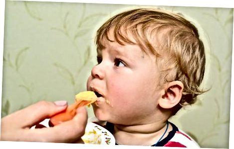 Ложкове годування рисовою крупою вашій дитині