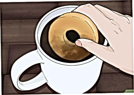 Ushqimi i një Donut me Duart tuaja