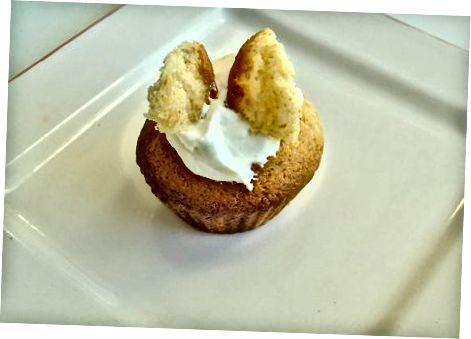 De cupcakes veranderen in vlindercupcakes