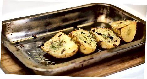 Печење кромпира са чешњаком