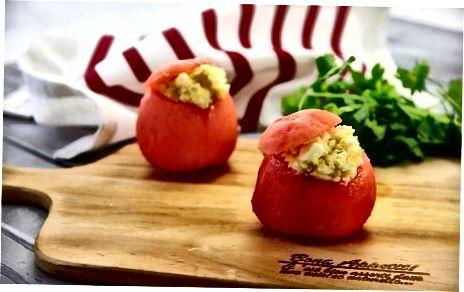 To'ldirilgan pomidor