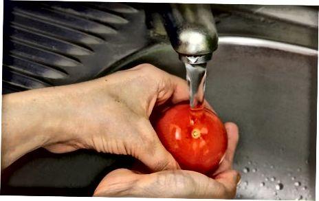 Pishloqli to'ldirilgan pomidor