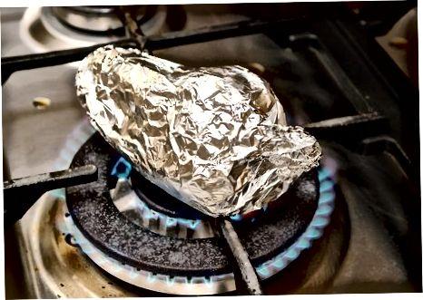 Печење паприка помоћу гасног горионика