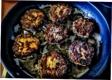 Pan-Fried Cayenne Qisqichbaqa keklari