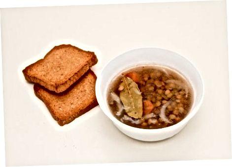 Простий суп з коричневої сочевиці