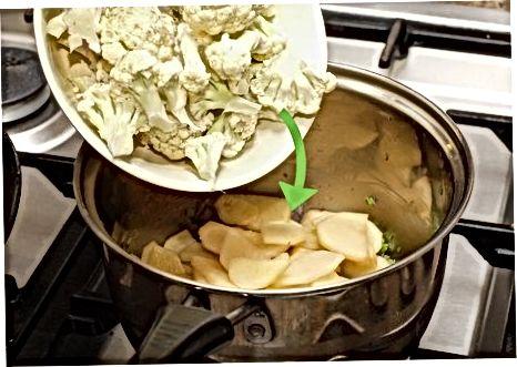הכנת מרק כרובית-תפוחי אדמה קרמי