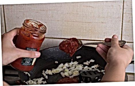 Įmaišome pomidorą ir grietinėlę