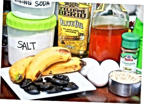 Å lage fuktig, glutenfritt bananbrød