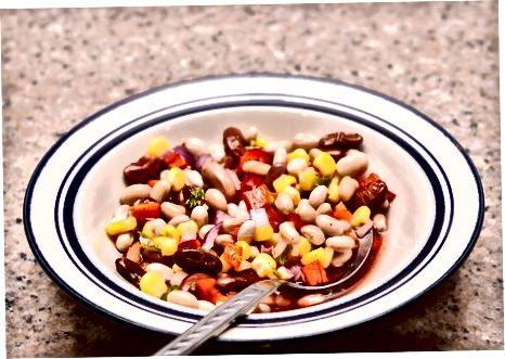 Fazendo pratos de feijão-roxo