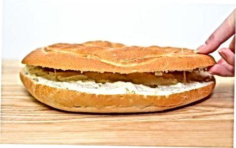 Utilitzeu escuradents per unir les capes del pastís