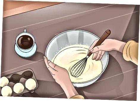 केक बनवणे आणि फ्रॉस्टिंग