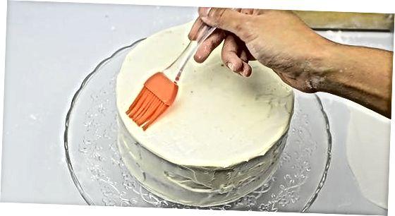 Belegen Sie Ihren Kuchen mit Fondant