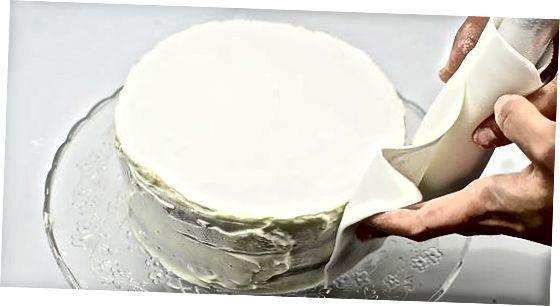 Wickeln Sie Ihren Kuchen mit Fondantplatten