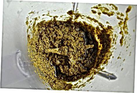Nudeln mit Pesto-Sauce machen