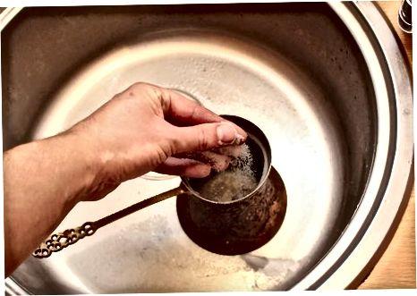 Vasest pottide ja pannide puhastamine