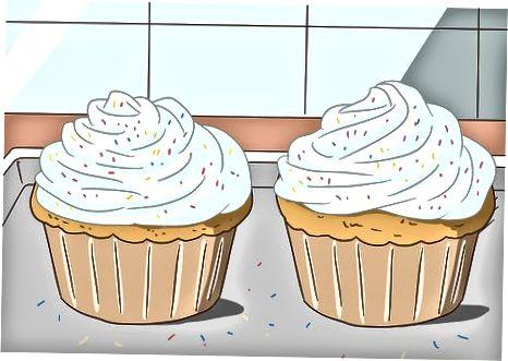 Marrja e mëngjesit me një kthesë ëmbëlsirë