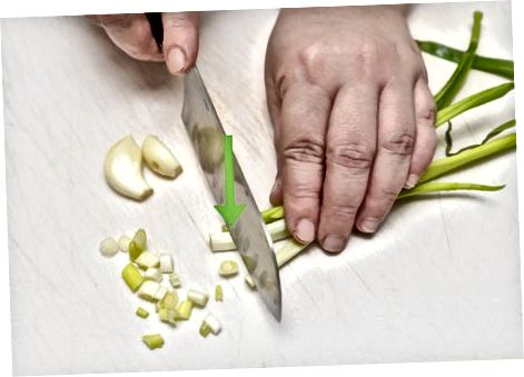 Priprava kuhane solate s grahom in zelišči