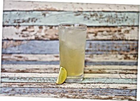 Cocktails mit Sambuca und anderen Spirituosen zubereiten