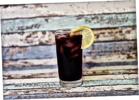 Mischen von Sambuca mit alkoholfreien Zutaten