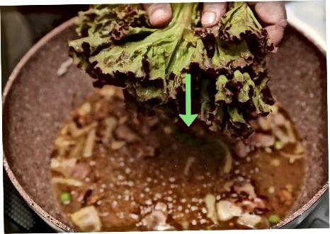 Priprava kuhane solate s slanino in smetano