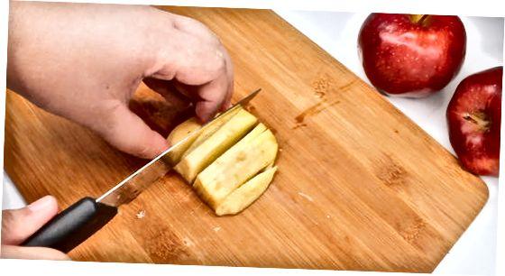 Mikroto'lqinli pechka Apple Pie dasturxoniga xizmat qiladi