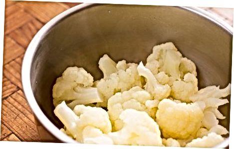 Tradisjonell komfyrt potet blomkål med hvitløk