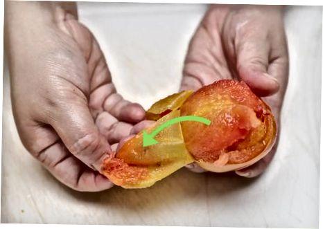 Pomidorų lupimas ir pjaustymas