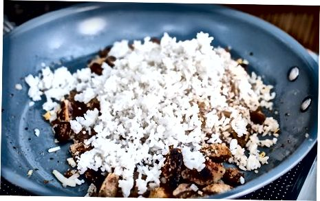 Arroz frito de porco crocante