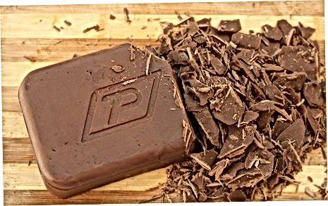 ממיסים את השוקולד