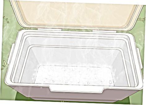 कूलर में सूखी बर्फ की व्यवस्था करना
