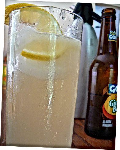 Citron- och limefruktkylare cocktail