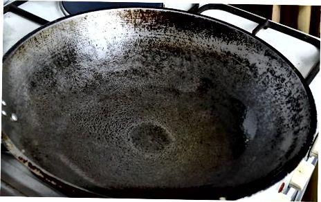Збивання гіркої дині з цибулею та спеціями